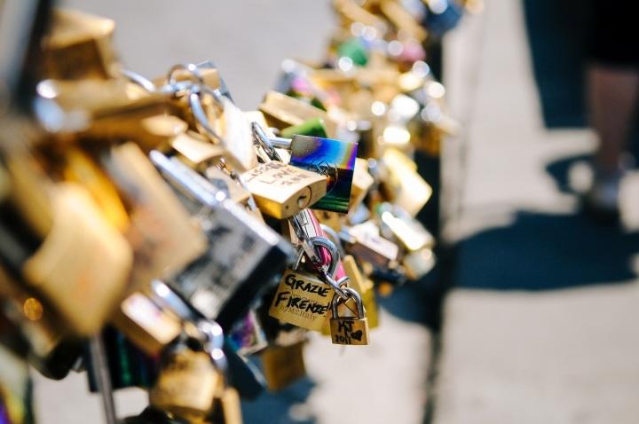love-lockets-romance-chain-39301.jpeg